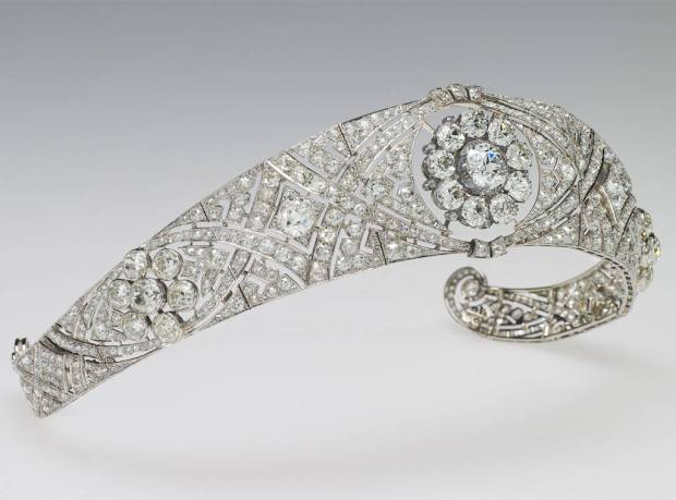 rs_1024x759-180519062714-1024-Meghan-Markle-Tiara-Royal-Wedding-LT-051918